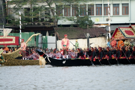 ber: BANGKOK,THAILAND-NO VEMBER,2 The Royal Barge Procession Exercises on the occasion for Royal Kathin ceremony which will take place at Wat Arun Ratchavararam,Novem ber 2,2012 in Bangkok,Thailand