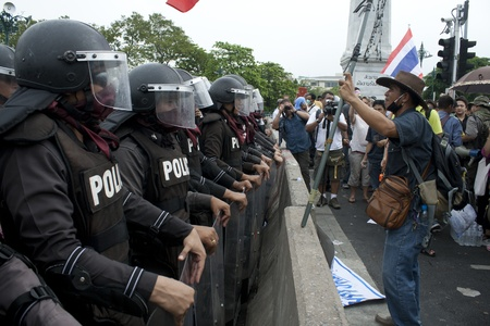 standby: BANGKOK,THAILAND-NOVEMBER,24 Police Commandos guard a barricade on Makkhawan Bridge outside Government HQ on November 24,2012 in Bangkok, Thailand