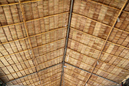 Ceiling of Thai local pavilion made from dried leaves of the nipa palm. Dried mangrove palm made to the roof of Thai local house. Stockfoto
