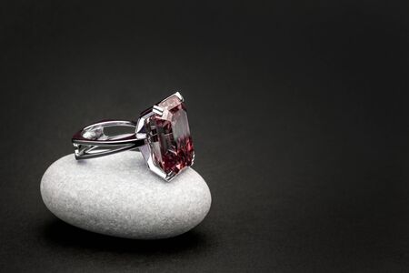 Ruby Red Gemstone Jewelry ing Banco de Imagens - 136200102