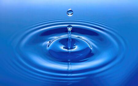 Blue Water Drop Splash and Ripple Standard-Bild