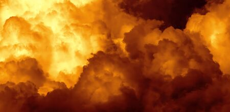 Fire Dramatic Puffy Clouds Background Standard-Bild