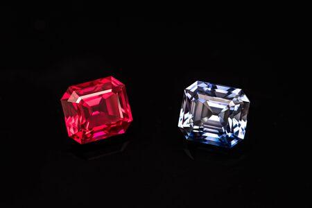 Ruby and Sapphire Gemstones on Black Background Standard-Bild