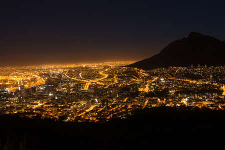 View of Table Mountain and Cape Town City at sunrise on a beautiful morning, Cape Town, South Africa Zdjęcie Seryjne