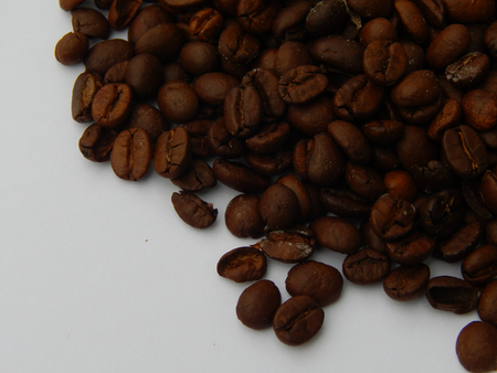 http://us.123rf.com/450wm/avatap/avatap1508/avatap150800060/43928400-Кофе-в-зернах-на-фоне.jpg