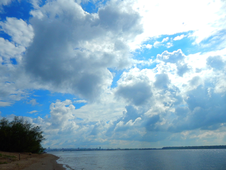 http://us.123rf.com/450wm/avatap/avatap1508/avatap150800141/44473149-Пейзаж-природы-на-Волге.jpg