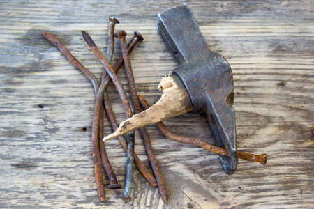 curve claw: Old curve of the nails and nail puller on a wooden background