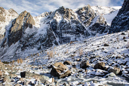 Top of mountain under snow and blue sky. Climbing the rocks, alipinism. Winter panorama of Altai mountain gorge. Imagens