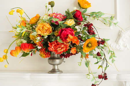 A cozy autumn decor. Autumn flowers. 版權商用圖片