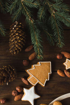 Christmas cookies  on a wooden background. Gingerbread. Zdjęcie Seryjne - 88309817