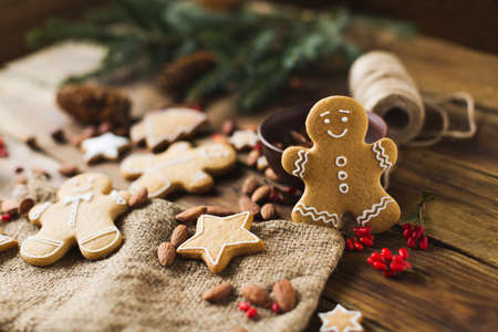 scrum: Ginger men on a wooden background. Gingerbread. Christmas cookies