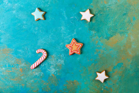 Gingerbread on a turquoise background . Christmas cookies. Zdjęcie Seryjne - 88309822