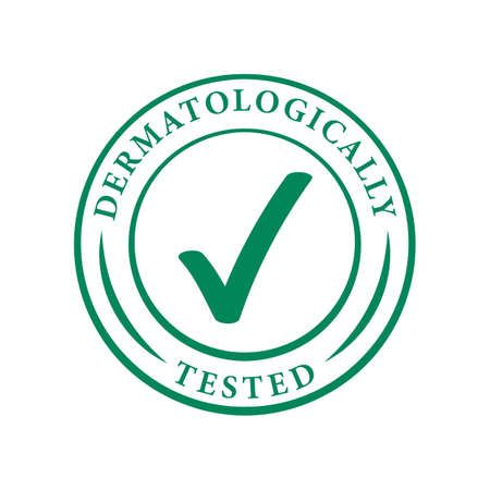 Logo dermatologicamente testato. Icona del segno di spunta verde vettoriale dell'etichetta del pacchetto ipoallergenico o tag approvato dal test dermatologico per pelle sensibile, cosmetici per la cura della pelle e prodotti per la cura del corpo Logo