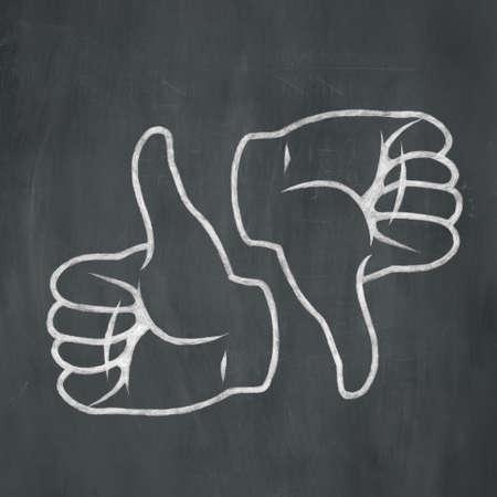 Ilustración de un pulgar dibujado a mano y el pulgar hacia abajo con tiza blanca sobre un fondo de la pizarra. Foto de archivo - 31217052