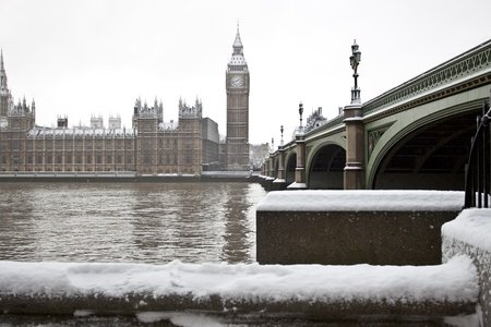 winter palace: Snow in London. Big Ben and Wesminster Palace Stock Photo