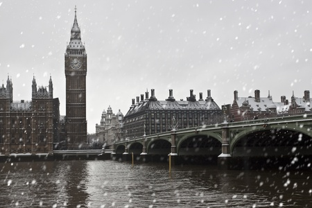 winter palace: Winter  in London. Big Ben and Westminster palace