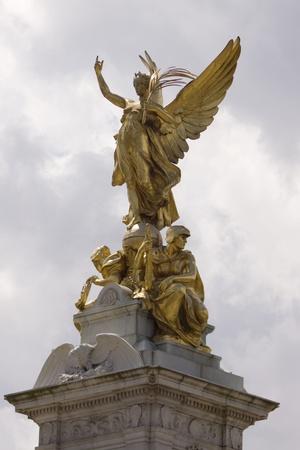 queen elizabeth ii: Queen Victoria memorial near Buckingham Palace Stock Photo