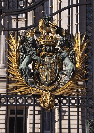 queen victoria: Gate to Buckingham Palace  in London Stock Photo
