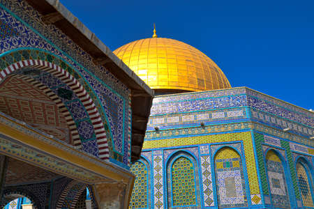 Dome of the Rock is a monument located in Jerusalem, in the center of the Temple Mount. Standard-Bild