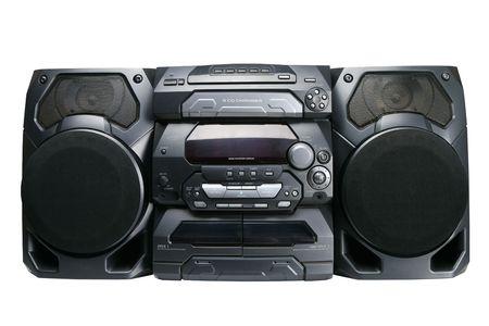 equipo de sonido: Compacto sistema estéreo de cd y Reproductor de cassette con radio aislado sobre fondo blanco