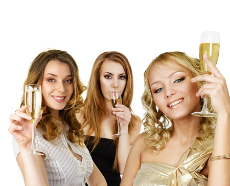 entre filles: Groupe de jeunes filles avec champagne, tenant dans la main isol� sur fond blanc
