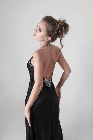 sexy blonde girl: Young sexy dziewczyna blondynka patrząc przez ramię
