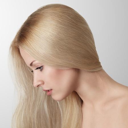 sexy blonde girl: Piękna blondynka młoda kobieta z długimi włosami Portret studyjny Zdjęcie Seryjne