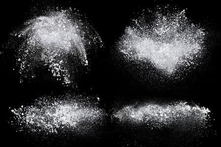 黒い背景に分離された粉塵粉スプラッシュのセット 写真素材