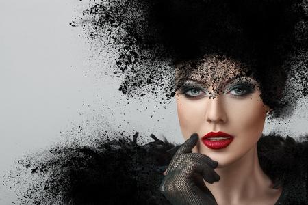 展開された粉から作られた創造的な髪型を持つ若い女性のファッションの肖像画