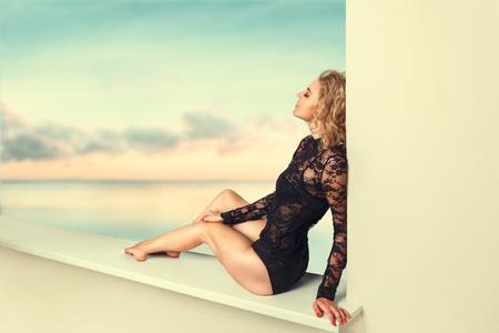 Beautiful young woman relaxing in tropical sea resort 版權商用圖片 - 75951929