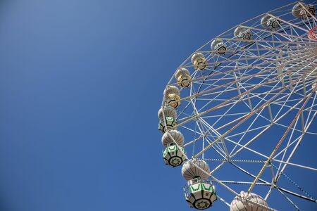 abstract observation Ferris wheel in park in front of clear blue sky 版權商用圖片 - 144596874