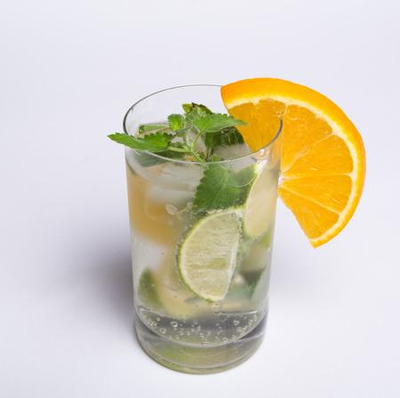 hot summer: bebida fr�a en un d�a caluroso de verano Foto de archivo