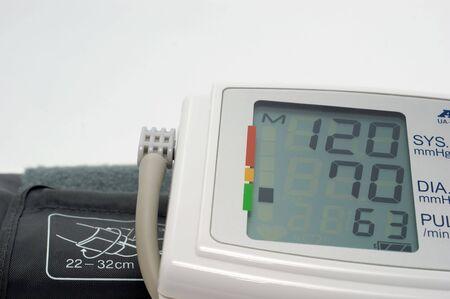 Bloeddruk meten geeft aan normale druk op een witte achtergrond Stockfoto - 7990944