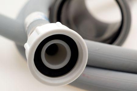 Hoge druk waterslang op een witte achtergrond
