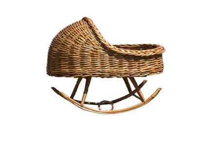 Babybedje gemaakt door wilgenwijn geïsoleerd te weven