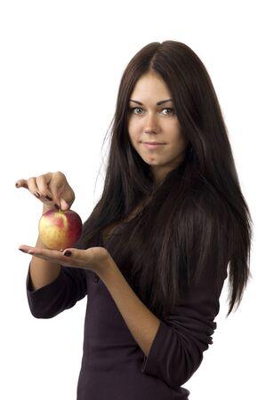 Portret van een schattig meisje met mooi lang haar met een appel in uw handen op een witte achtergrond close-up Stockfoto