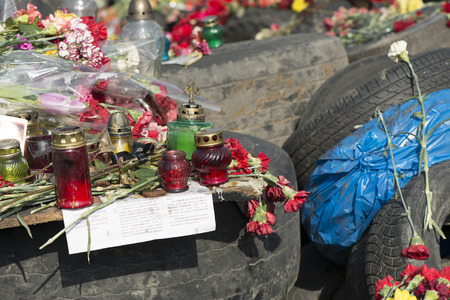 Flowers on the barricades of Kiev in place of death during a riot in February 2014 during the political crisis in Ukraine Editöryel