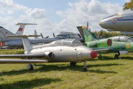 vliegtuigen op het parkeerterrein van het terminalgebied
