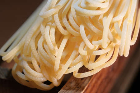 Wheat spaghetti long light yellow raw lie in the kitchen close-up macro photography Stockfoto