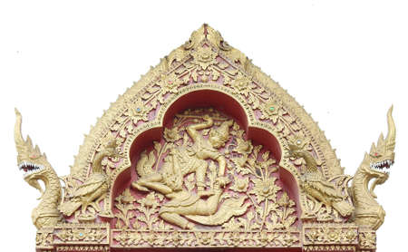 orificio nasal: Thai ancient gold and red plaster stucco on top of windows in thai temple.