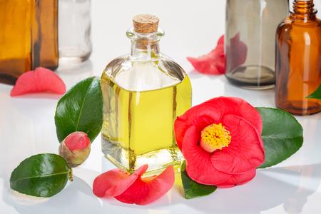 Botella de aceite de camelia para fines medicinales, de belleza, cuidado de la piel y bienestar