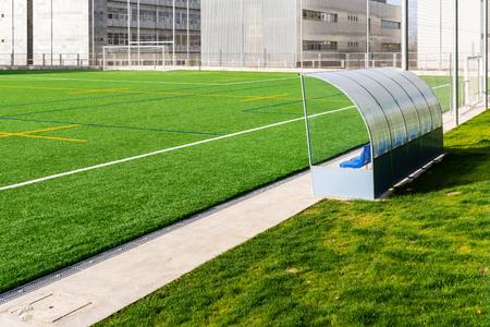 Fußballbank des Fußballplatzes der Universität Santiago de Compostela Standard-Bild