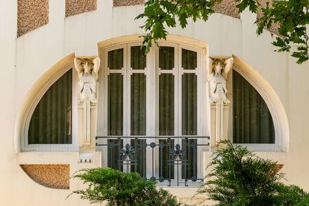 Detail of Modernist decoration on building facade. Spanish Modernism architecture from twentieth century Foto de archivo
