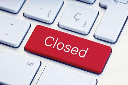 Closed word on red computer Keyboard Key 版權商用圖片
