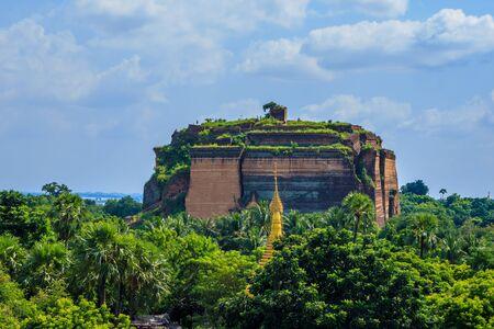 Ruined Mingun pagoda Unfinished pagoda in Mingun paya Temple, Mingun, Mandalay, Myanmar Stock Photo