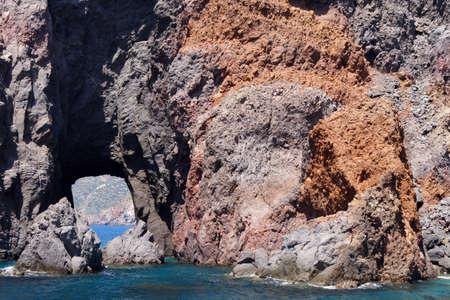 Eilandjes en Faraglioni van de Eolische eilanden Stockfoto