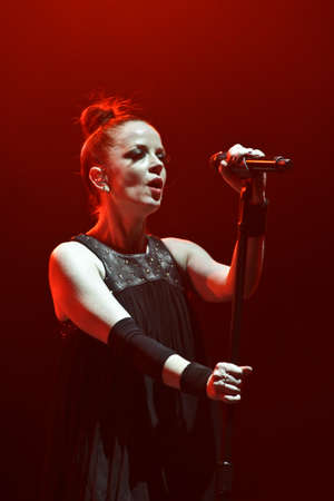 MINSK, BELARUS - NOVEMBER 13, 2012  Shirley Manson from GARBAGE performs on stage on November 13, 2012 in Minsk, Belarus Редакционное