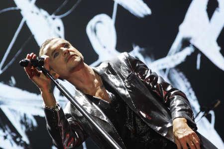 sangre derramada: Minsk, Bielorrusia - 28 de febrero Andrew Fletcher, Dave Gahan y Martin Gore de Depeche Mode en concierto en el Arena de Minsk el Viernes, 28 de febrero 2014 en Minsk, Bielorrusia Editorial