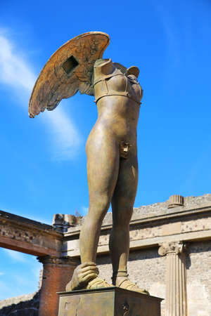 Pompeii, Italy - October 8, 2016: Modern sculpture artwork by the Polish sculptor Igor Mitoraj Pompeii, Italy Banco de Imagens