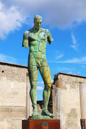 Pompeii, Italy - October 8, 2016: Modern sculpture artwork by the Polish sculptor Igor Mitoraj Pompeii, Italy Редакционное